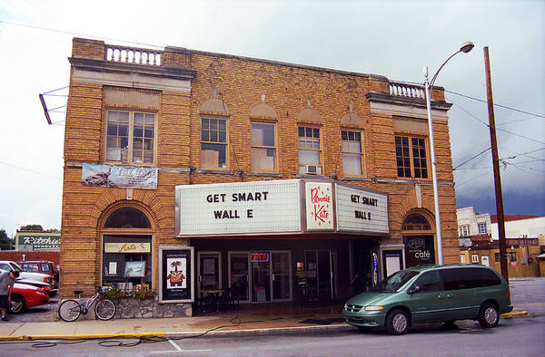 Photograph - Elizabethton Tennessee - Bonnie Kate Theater 2008 by Frank Romeo