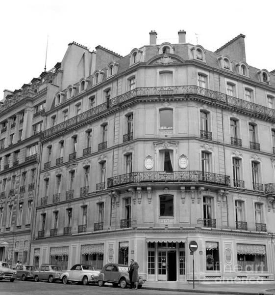 Wall Art - Photograph - Boutique, Avenue Montaigne, Paris by French School