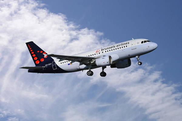 Airbus A319 Wall Art - Photograph - Brussels Airlines Airbus A319-111 by Smart Aviation