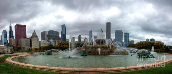 Photograph - Buckingham Fountain Chicago by Wayne Moran