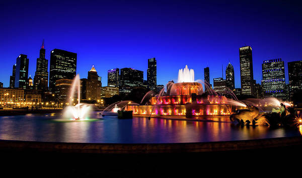 Buckingham Memorial Fountain Art Print