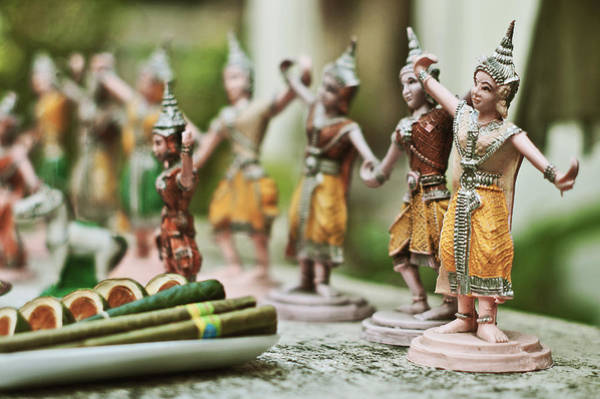 Photograph - Buddhist Figurines by Lee Webb
