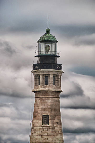 Photograph - Buffalo Lighthouse 5848 by Guy Whiteley