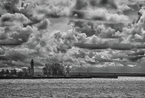 Photograph - Buffalo Lighthouse 8111 by Guy Whiteley