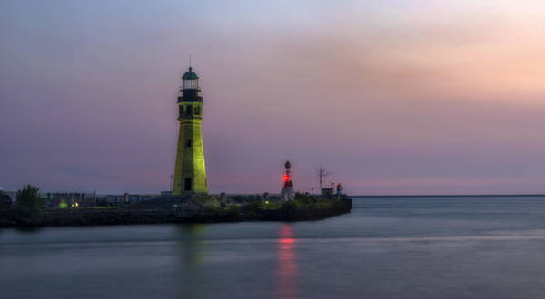 Wall Art - Photograph - Buffalo Main Light by Mark Papke