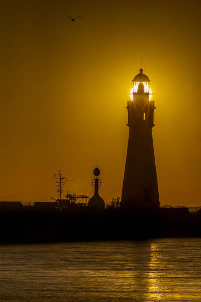 Photograph - Buffalo Main Light Sunset by Chris Bordeleau