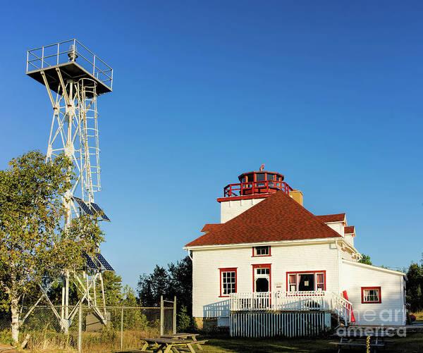 Photograph - Cabot Head Lighthouse by Les Palenik