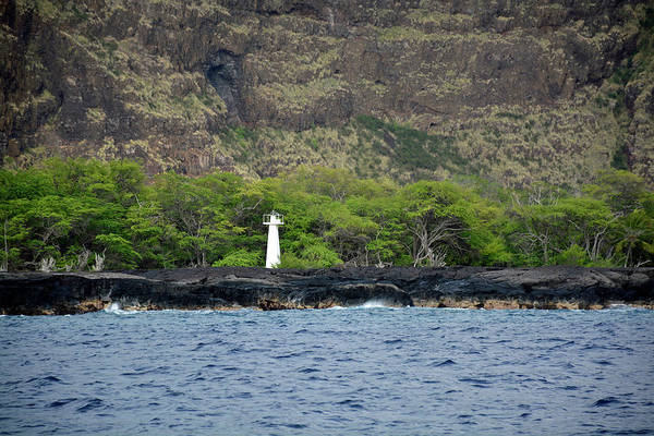 Photograph - Captain Cook Monument Hawaii by Bruce Gourley
