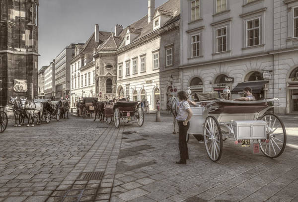 Photograph - Carriages Back To Stephanplatz by Roberto Pagani