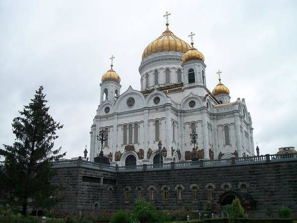 Cathedral Of Christ The Savior Photograph - Cathedral Of Christ The Saviour In Moscow by James Hanemaayer