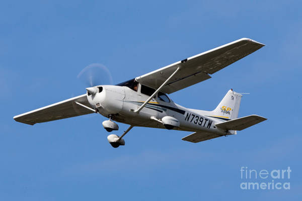 Wall Art - Photograph - Cessna 172s N739tw by Jason O Watson
