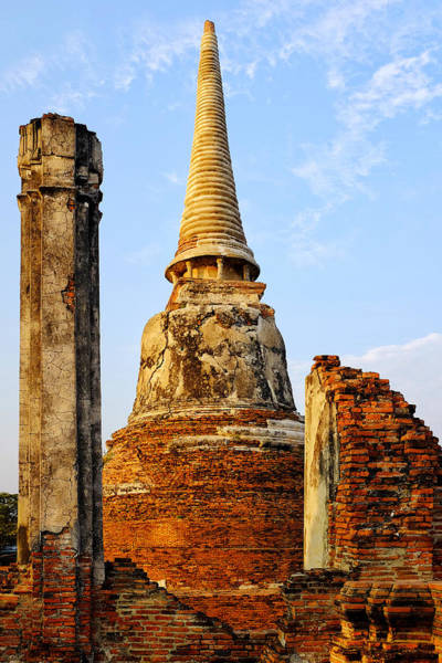 Photograph - Chedi In Wat Mahathat by Fabrizio Troiani