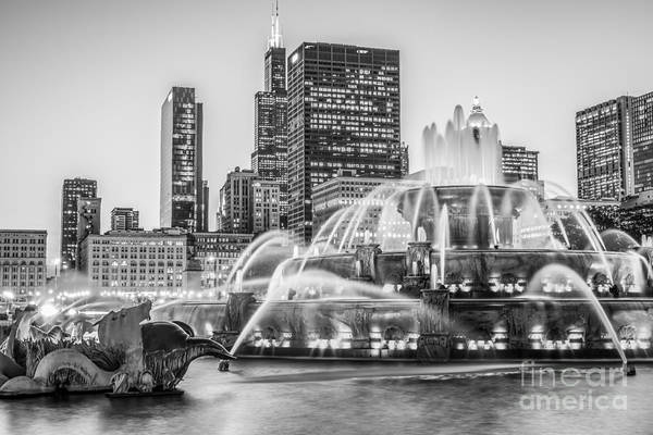 2012 Photograph - Chicago Buckingham Fountain Black And White Photo by Paul Velgos