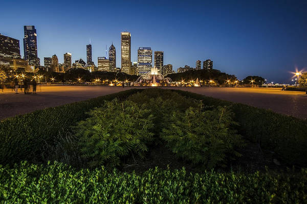 Photograph - Chicagos Buckingham Fountain With Light Painting In The Foreground by Sven Brogren