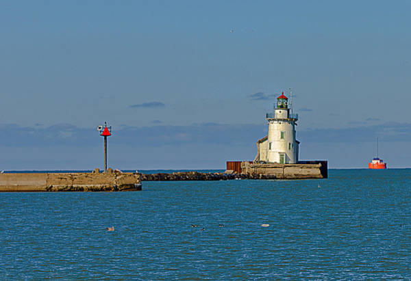 Photograph - Cleveland Lighthouse by Richard Kopchock