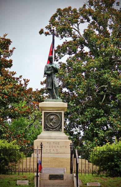 Photograph - Confederate Soldiers Monument by Cynthia Guinn
