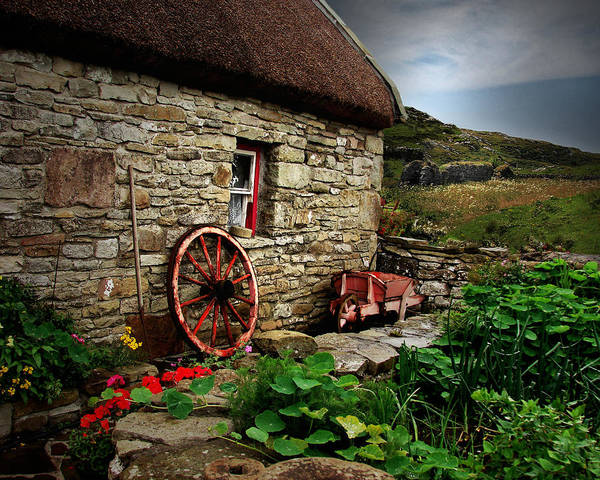 Wagon Wheel Digital Art - Cottage On The Moor by Vicki Lea Eggen