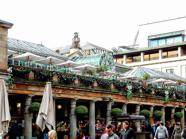 Chimnies Photograph - Covent Garden Christmas Exterior 2 by Dorothy Berry-Lound