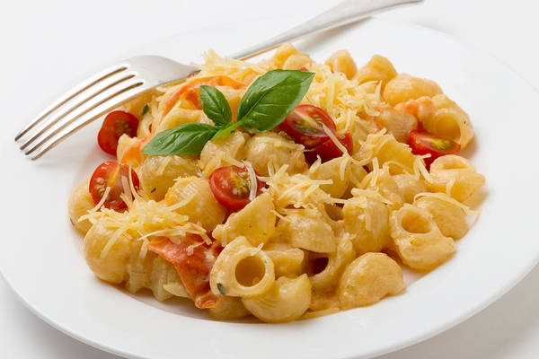 Photograph - Cream And Tomato Pasta With Fork by Paul Cowan