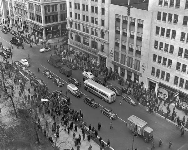 Photograph - Crowds In New York by Underwood Archives