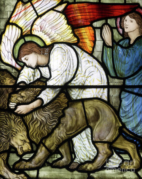 Wall Art - Glass Art - Daniel In The Lion's Den by Edward Coley Burne-Jones