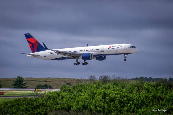 Delta Air Lines Wall Art - Photograph - Delta Air Lines 757 Airplane N557nw Art by Reid Callaway