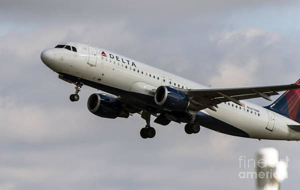 Delta Air Lines Wall Art - Photograph - Delta Air Lines Airbus A320 Jet At Takeoff by David Oppenheimer