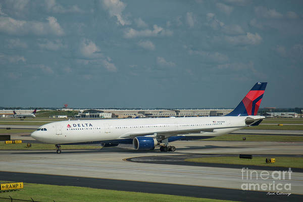 Delta Air Lines Wall Art - Photograph - Delta Airlines Jet N803nw Atlanta Airplane Art by Reid Callaway