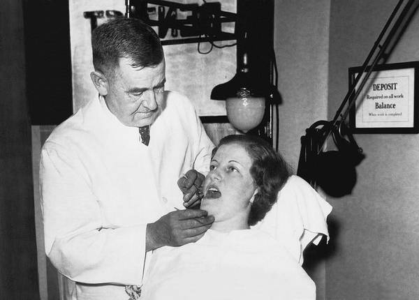 1933 Photograph - Dentist Has Cure For Pyorrhea by Underwood Archives