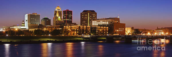 Wall Art - Photograph - Des Moines Skyline by Jeremy Woodhouse