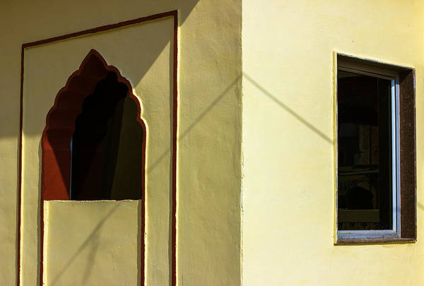 Wall Art - Photograph - Difference Of Opinion  by Prakash Ghai