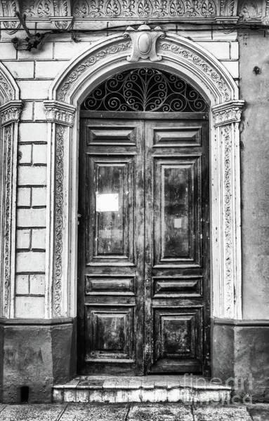 Photograph - Doors Of Cuba Green Door Bw by Wayne Moran
