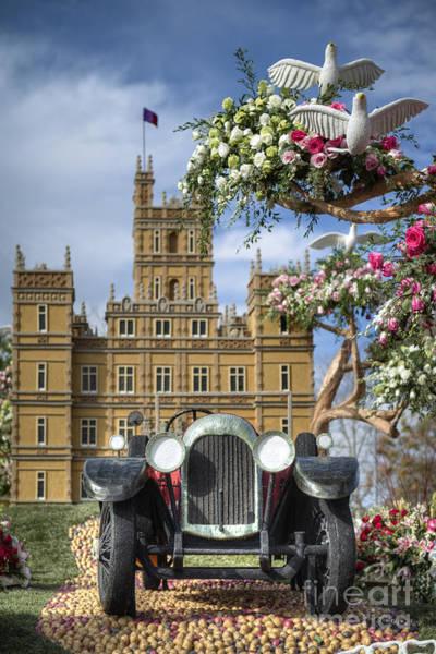 Tournament Of Roses Photograph - Downton Abbey Float by David Zanzinger