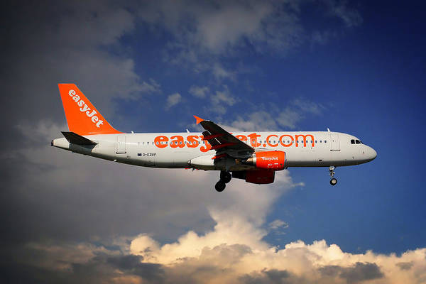 Easyjet Wall Art - Photograph - Easyjet Airbus A320-214 by Smart Aviation