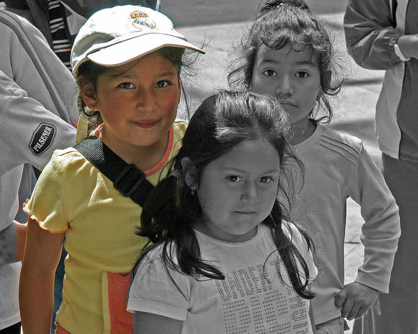 Photograph - Ecuador Girls by Larry Linton