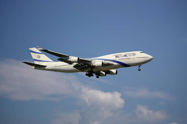 Boeing 747 Wall Art - Photograph - El Al Israel Airlines Boeing 747-458 4 by Smart Aviation