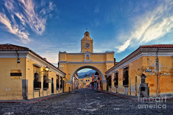 Photograph - El Arco De Santa Catarina, Antigua, Guatemala by Sam Antonio Photography