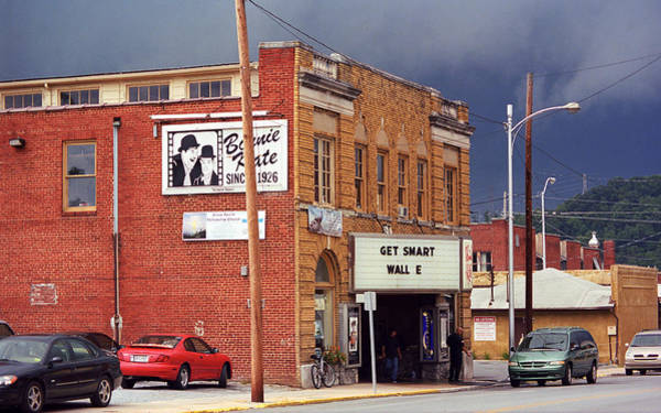 Photograph - Elizabethton Tn Bonnie Kate Theater 2008 by Frank Romeo