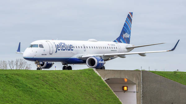 Jetblue Wall Art - Photograph - Embraer Emb190 N348jb by Guy Whiteley