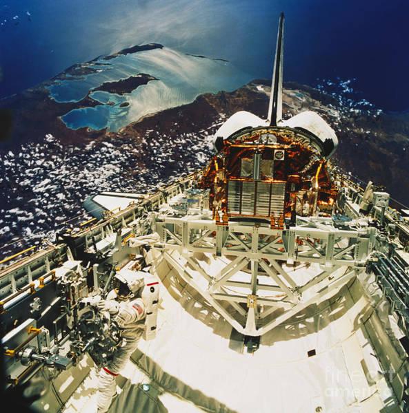 Photograph - Endeavour Spacewalk by Science Source