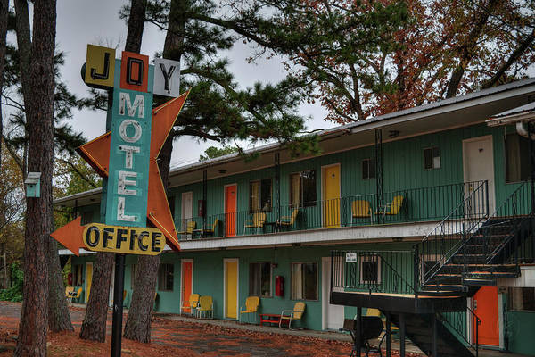Eureka Springs Photograph - Eureka Springs - Joy Motel 001 by Lance Vaughn