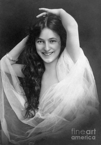 Turn Of The Century Wall Art - Photograph - Evelyn Nesbit (1885-1967) by Granger