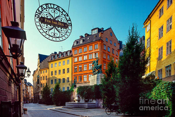 Europa Wall Art - Photograph - Fem Sma Hus by Inge Johnsson