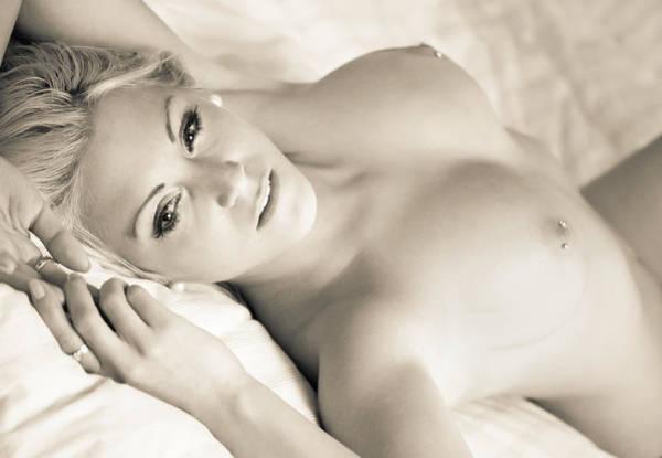 Alexander Photograph - Femmes A  La Cra?me by Alexander Spernes