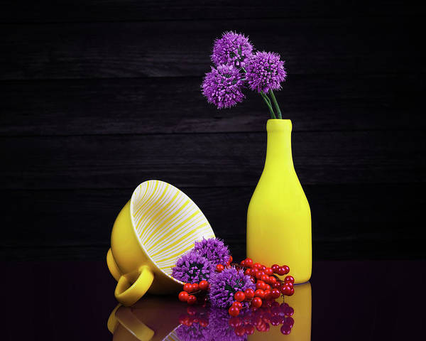 Floral Arrangement Photograph - Flowering Onion With Yellow by Tom Mc Nemar