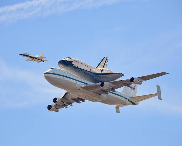 Space Shuttle Photograph - Flying Into History by Andrew J. Lee