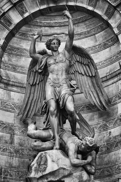 Photograph - Fontaine Saint Michel by Pablo Lopez
