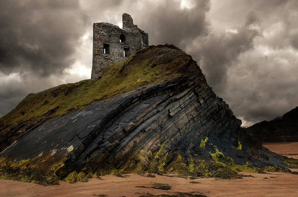 Wall Art - Photograph - Forgotten Castle In Ballybunion by Jaroslaw Blaminsky