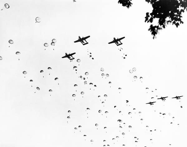 Wall Art - Photograph - Fort Bragg Paratroopers by Underwood Archives