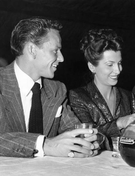 Wall Art - Photograph - Frank Sinatra And Nancy by Underwood Archives